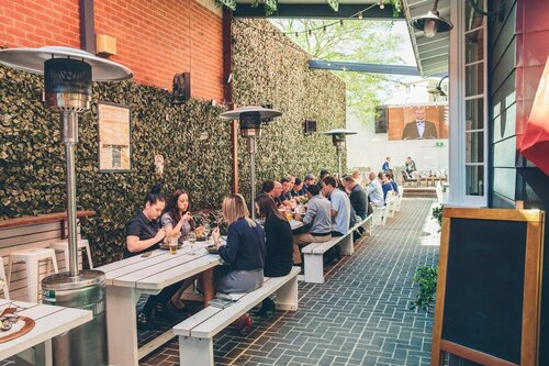 Romanos-Hotel---Diners-in-The-Laneway (1)